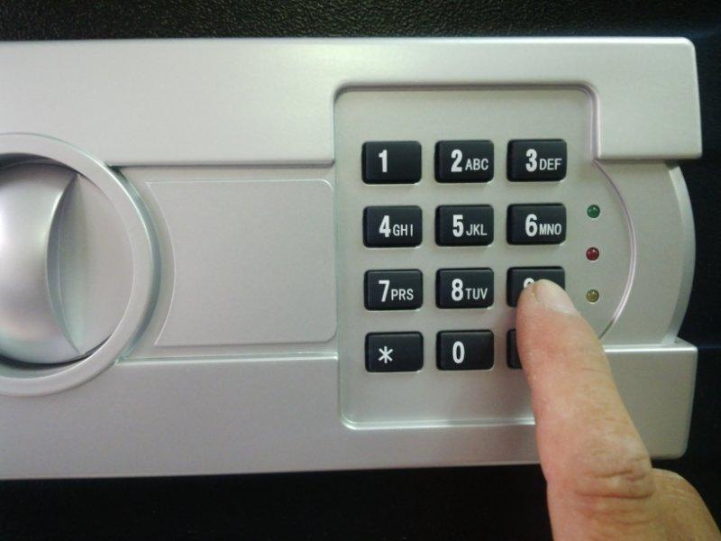 Hướng dẫn đổi mã két sắt điện tử