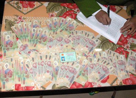 Tệ nạn mua bán tiền giả trên mạng lạm phát